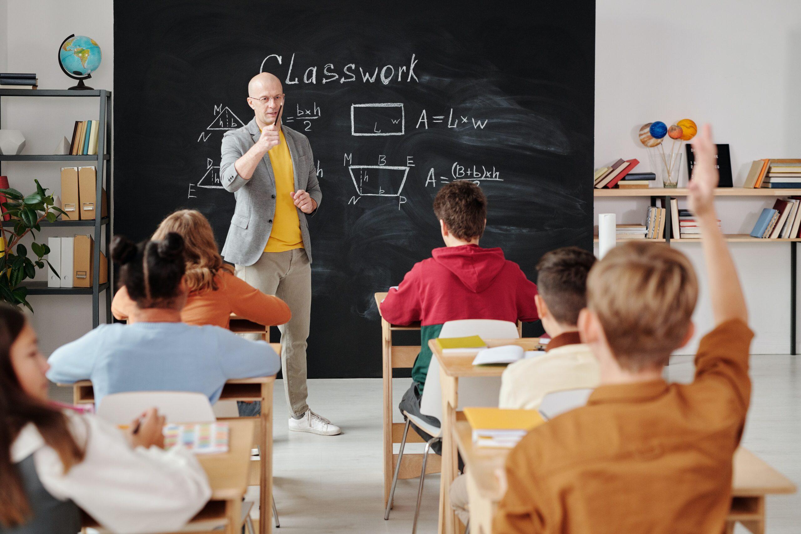 副業で物販を始めるならスクールに通うべき?